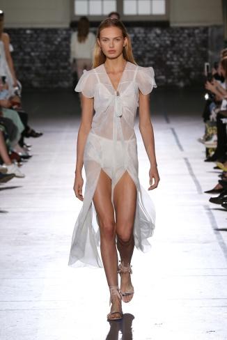 fsfwpa12-15b-fashion-week-paris-ss-2017-john-galliano-highres