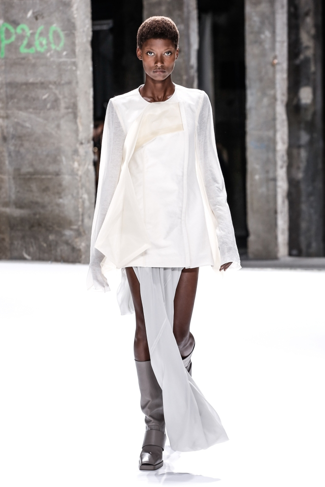 fswpa13-01com-fashion-week-paris-ss-2017-rick-owens-women-highres