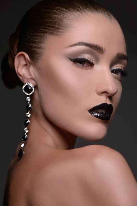 Beautiful women with earrings. Portrait of beautiful fashion mod