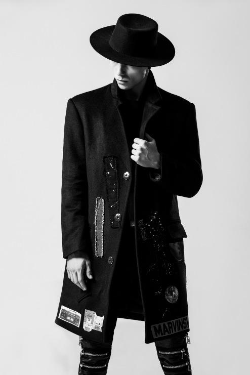 MEN fashion-men-s-individuality-black-and-white-157675