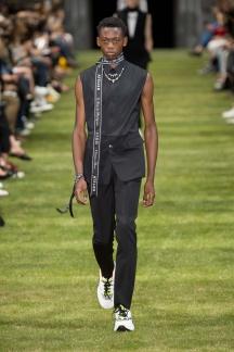 fwpa01.06com-fashion-week-paris-s-s-2018-dior-homme-highres